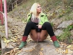 Stunning blonde bimbo pisses outdoors during trekking