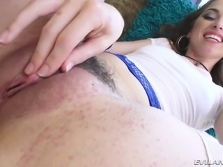 Riley Reid likes having her ass toyed and she knows how to give good head