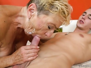 Mature with huge tits makes a dream