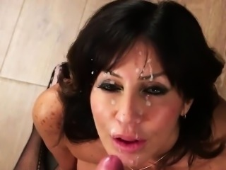 Slutty peach gets cum shot on her face sucking all the ejacu
