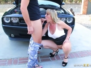 Experienced senorita getting her pussy stuffed right there by the car