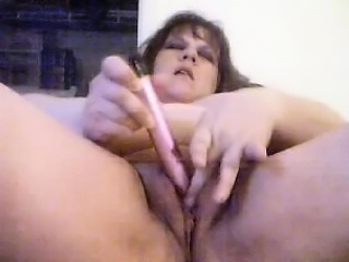 Diddles Her Clit to an Orgasm