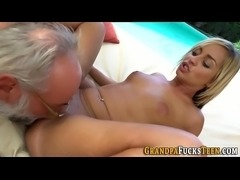Slut gets oral from oldy