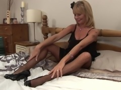 Kinky grandmother Cathy loves pleasuring her wet slit