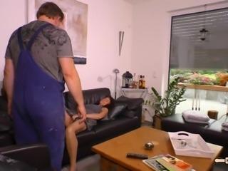 Hausfrau Ficken - Heiße Reife deutsche Amateure ficken nackt im Wohnzimmer auf dem Sofa