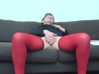 Hot ass seen as matured granny drills her pussy with toy