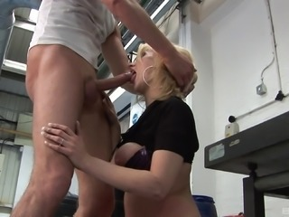 Dirty dude giving Kelly a fine pussy-drilling in his mechanic shop