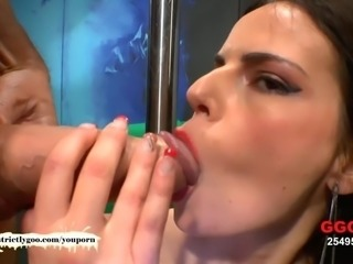Beautiful Skinny MILF Susana takes it deep in the Ass - German Goo Girls