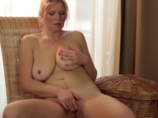 Bored housewife explores her amazing cock craving curves