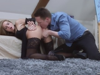 Blonde hoe receives a messy facial after giving a first-class blowjob