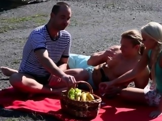 Blonde gets bisex cumshot