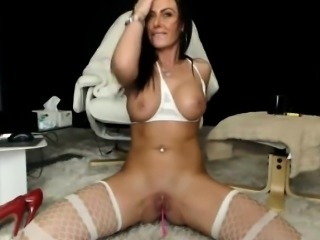 Milf has a huge squirt on cam