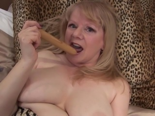 Classy mature bbw shading suit to enjoy nice toy