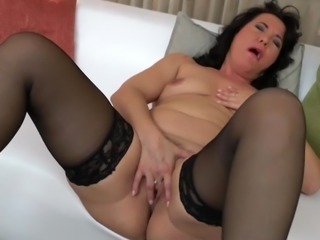 Gorgeous mature mom bating her horny clit
