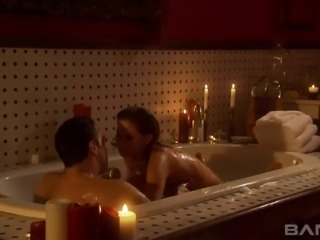Romantic bathing with her boyfriend and fucking his long boner