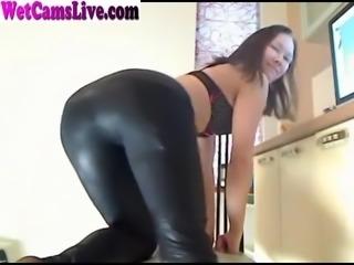 Hot Russian Babe Masturbates On Webcam