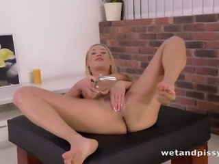 Kinky blonde nympho Lindsey is actually into pissing