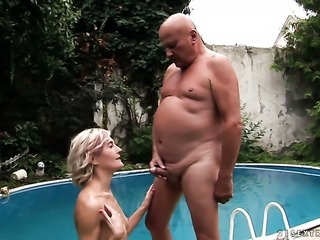 Milf finds her nice face covered