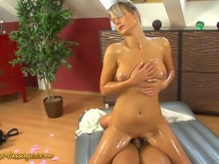 Gorgeous blonde Holly focus on happy ending massages