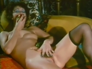 Mature mom is sucking big dick balls deep in retro porn video
