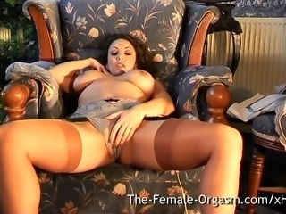 Sultry MILF Masturbates to Trickle Squirt Orgasm
