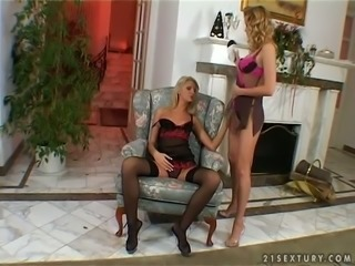Cute blondie Sophie Paris loves to eat pussy and she's got some skills