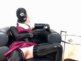 Bupshi - pierced latex slut masturbates