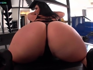 Voluptuous Sophie Dee using her tits at the maximum lev