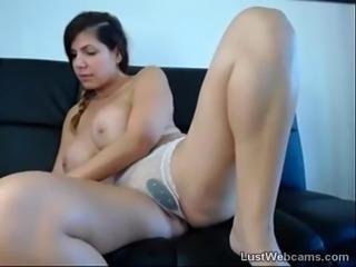 Esguichos morena de seios grandes na webcam