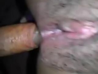 Por el culo a la gordita sacandole la mierda