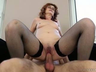 Mature cougar Mayna May screwed balls deep in hairy vagina