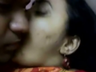 Mature and fat Bengali housewife in saree flashes her boobs