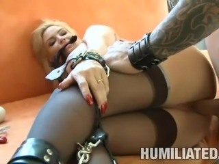 Mature hussy gets her twat pleasured with toys before being fucked