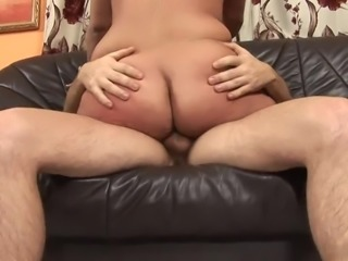 Guy covers a mature woman's pussy in his sticky jizz after a fuck