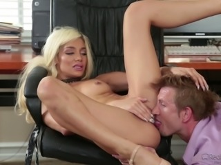 Elizabeth Jolie is a naughty secretary who loves her boss' dong