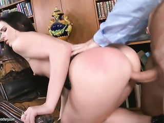 Brunette squeezes the cum out of schlong with her bush