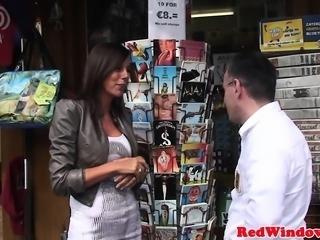 Nubian Dutch prostitute cumsprayed on camera