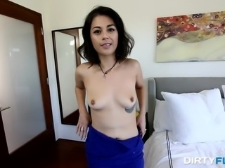 Penelope Reed desperately wants to be a famous porn star. Come in, watch her...