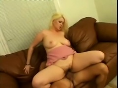 Fat and horny blonde housewife gets her hairy cunt banged on the couch