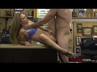 Lustful white chick gets wants to sell her bags and gets banged