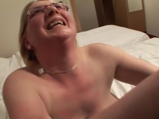 Blonde chick with glasses Lies explores her curves