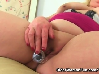 British BBW milf Sookie Blues fucks a dildo