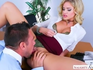 Awfully sexy boss Jessa Rhodes makes her new employee lick her love holes
