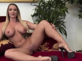 Skinny vixen delivers a sensual handjob