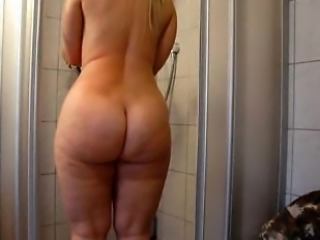 Bath is taken by traditional blonde PAWG in her primary