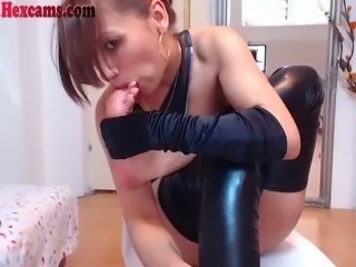 Kinky slut can suck her own toes and she knows how to use her feet