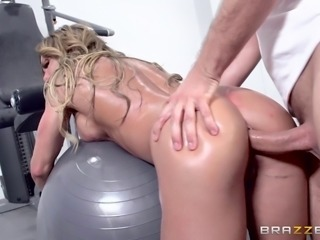 Nina Dolci is an experienced blonde who loves a massive dong