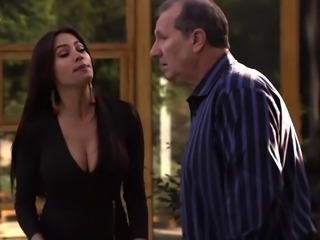 Sofia Vergara - Cleavage