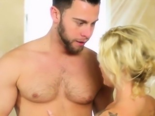 Dude gets massage from hot blonde with tattoos
