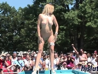 Sexy babes display their bodies in public